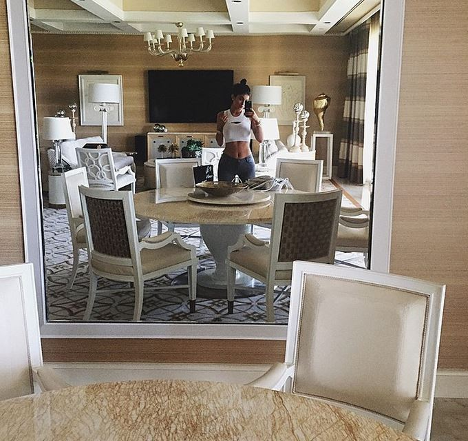 2048x2048 Kylie Jenner In Her House 5k Ipad Air Hd 4k: Kylie Jenner