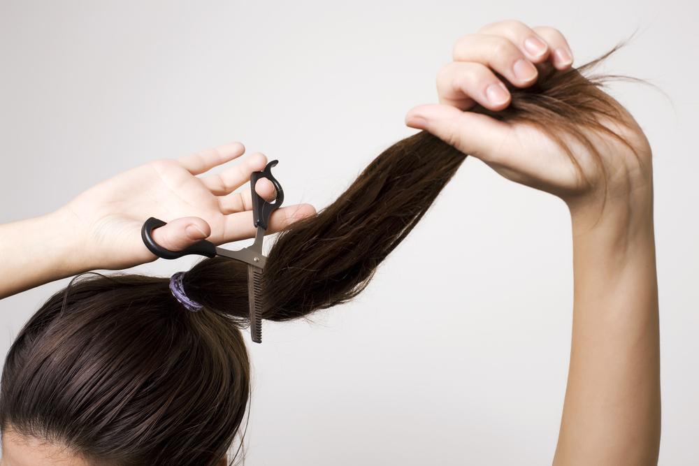 Как самому подстричь себе кончики волос