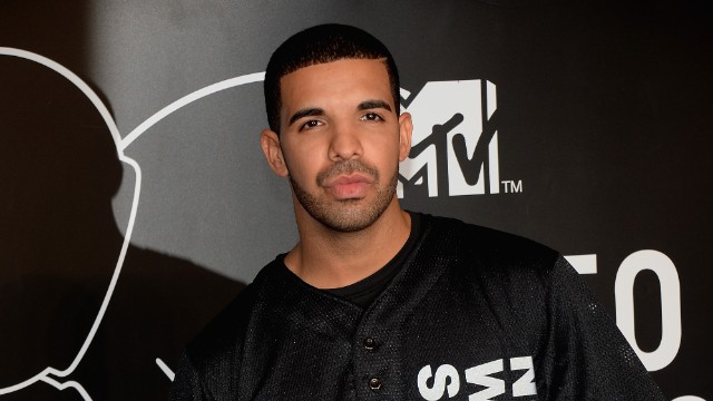 'I'll f--- you up': Drake targets fan at Aussie show